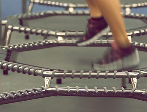 Trampolinspringen – Mit Indoor-Rebounder den Alltagsstress weghüpfen